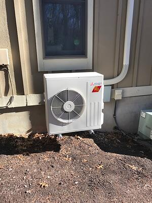 An outdoor heat pump provides energy-efficient heat for a Poconos home.